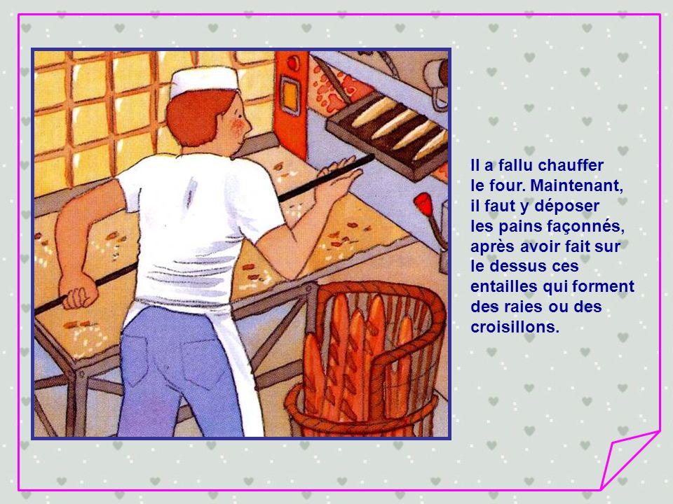 Il a fallu chauffer le four. Maintenant, il faut y déposer. les pains façonnés, après avoir fait sur.