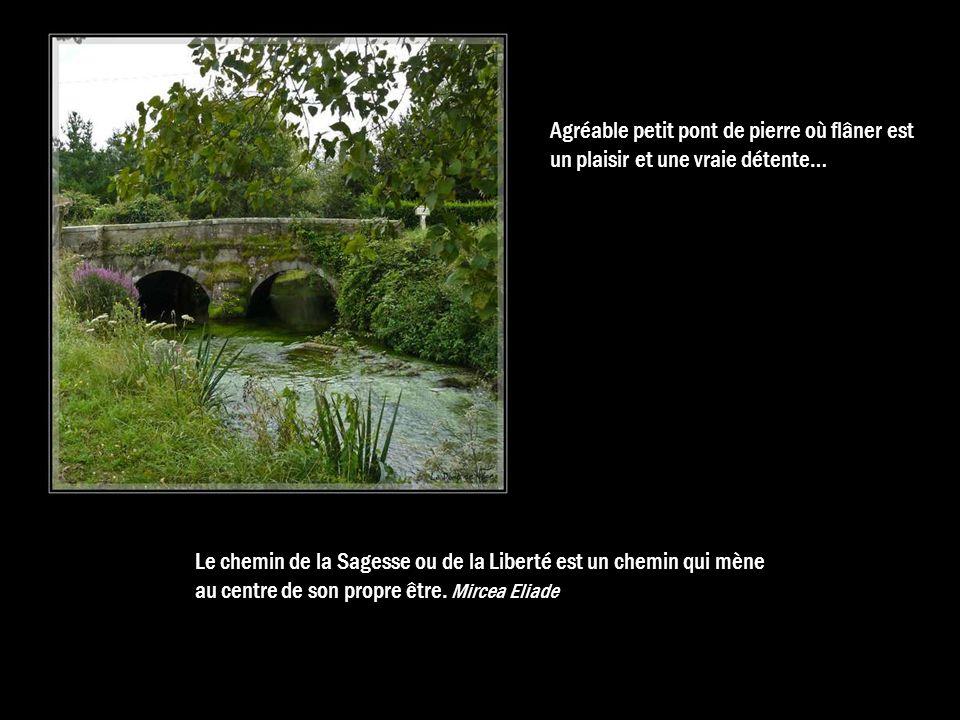Agréable petit pont de pierre où flâner est un plaisir et une vraie détente…