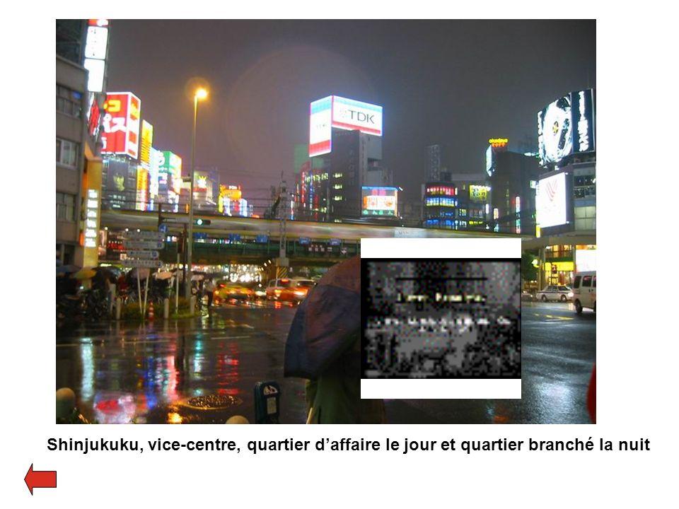 Shinjukuku, vice-centre, quartier d'affaire le jour et quartier branché la nuit