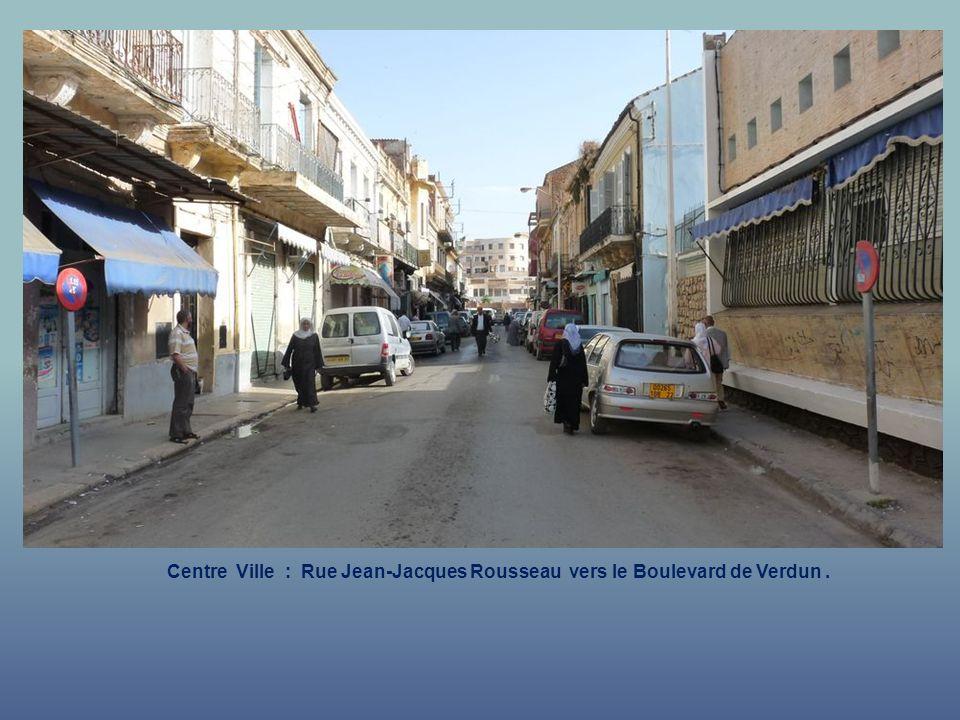 Centre Ville : Rue Jean-Jacques Rousseau vers le Boulevard de Verdun .