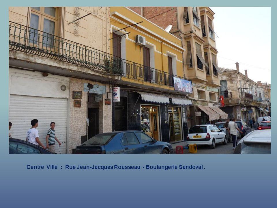 Centre Ville : Rue Jean-Jacques Rousseau - Boulangerie Sandoval .
