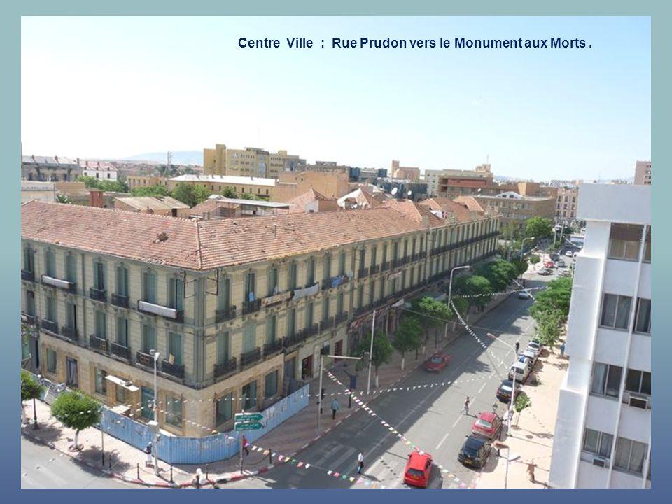 Centre Ville : Rue Prudon vers le Monument aux Morts .
