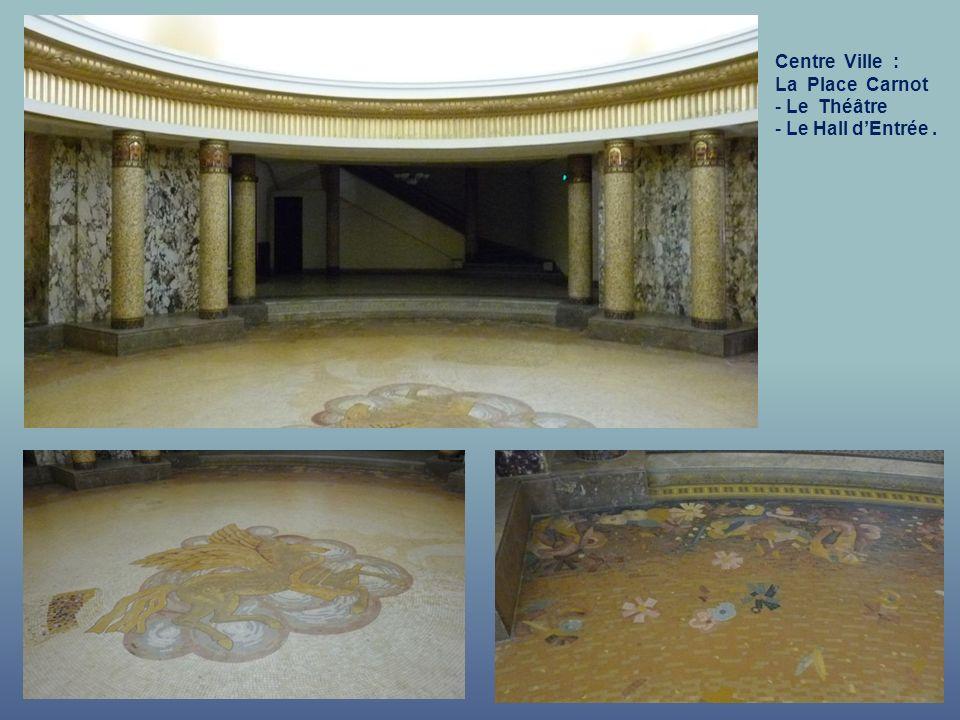 Centre Ville : La Place Carnot Le Théâtre Le Hall d'Entrée .