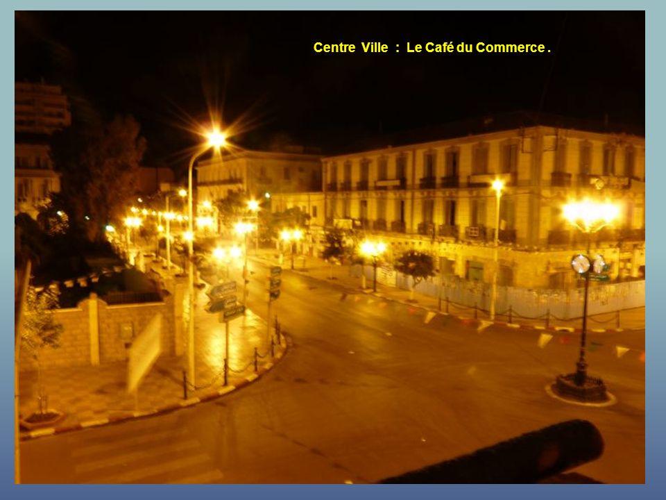 Centre Ville : Le Café du Commerce .