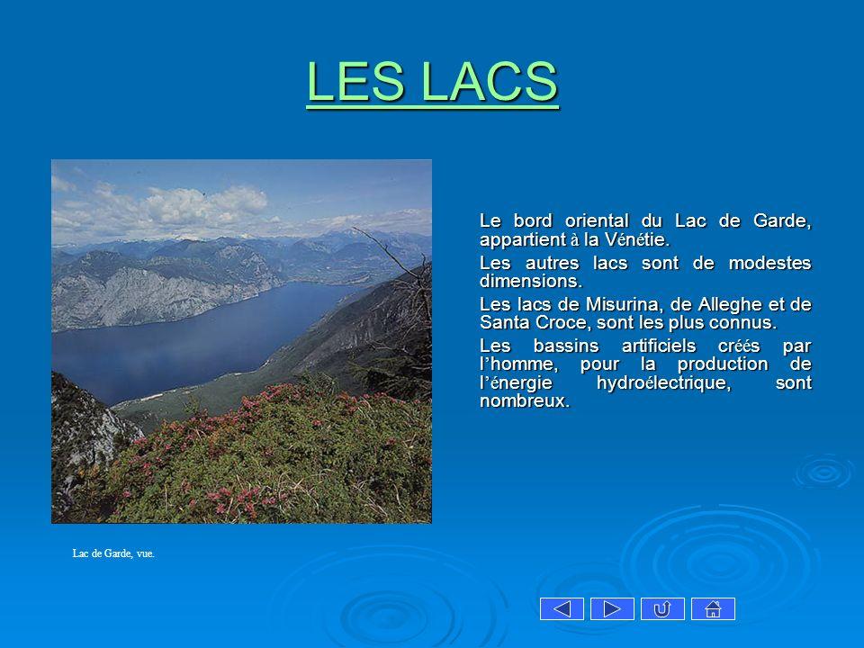LES LACS Le bord oriental du Lac de Garde, appartient à la Vénétie.