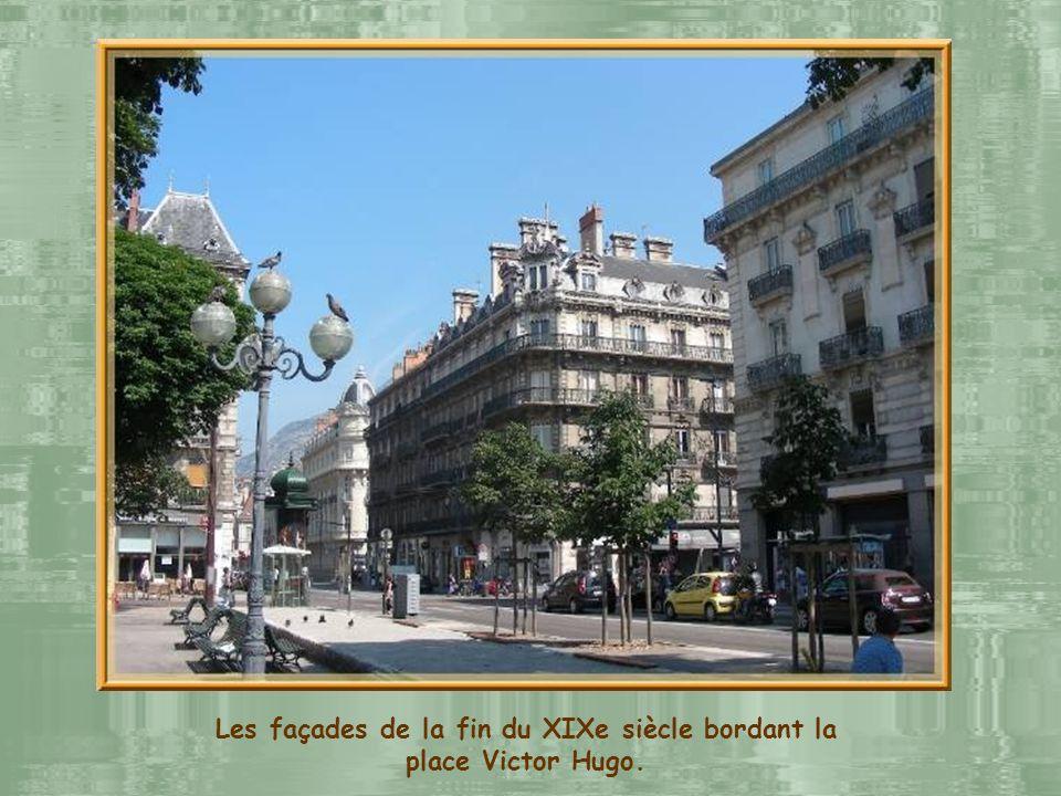 Les façades de la fin du XIXe siècle bordant la