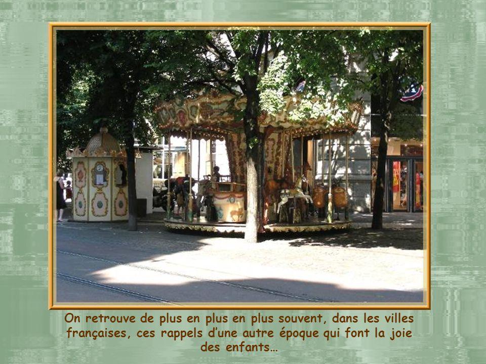 On retrouve de plus en plus en plus souvent, dans les villes françaises, ces rappels d'une autre époque qui font la joie des enfants…