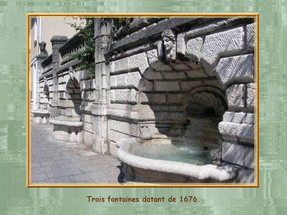 Trois fontaines datant de 1676.