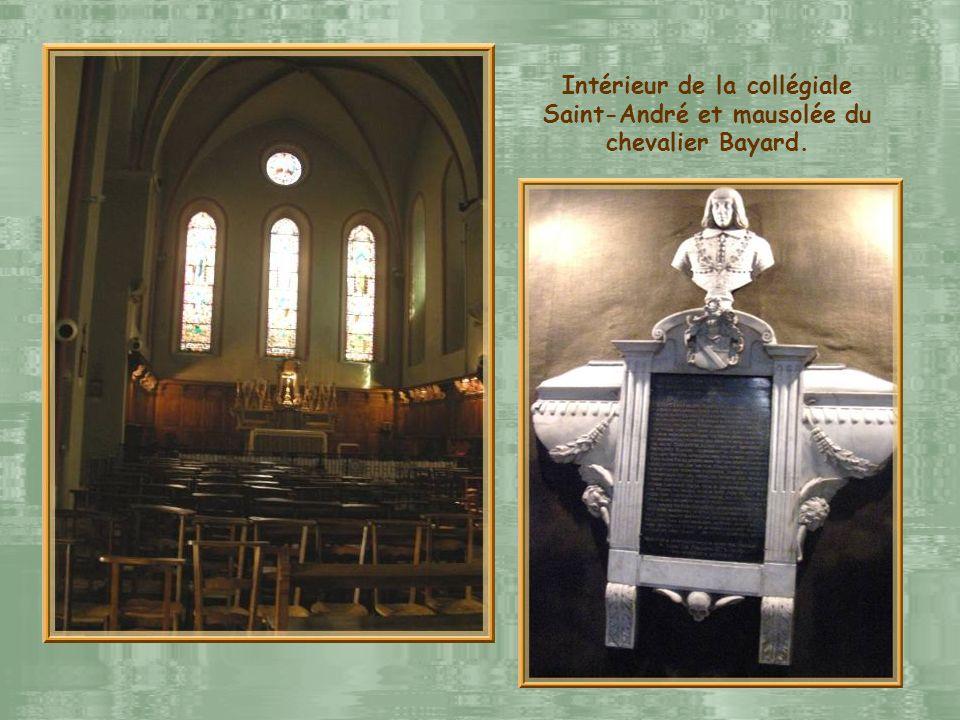 Intérieur de la collégiale Saint-André et mausolée du chevalier Bayard.