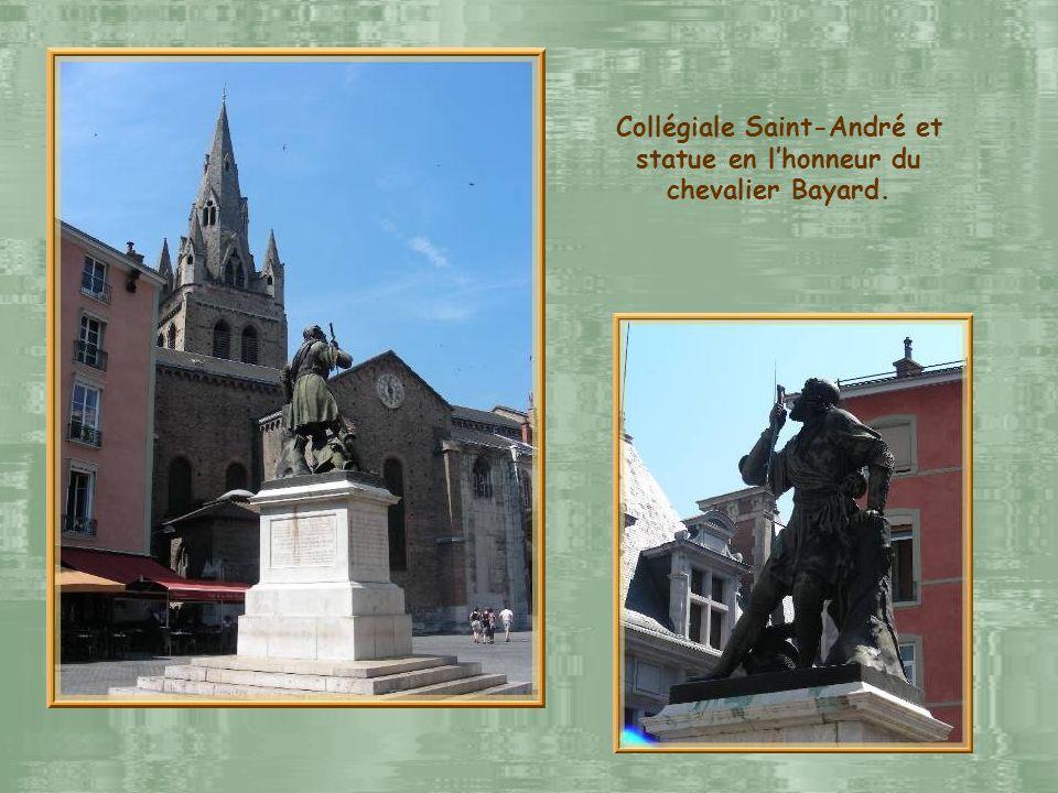 Collégiale Saint-André et statue en l'honneur du chevalier Bayard.