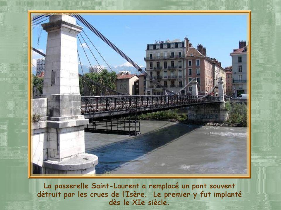 La passerelle Saint-Laurent a remplacé un pont souvent détruit par les crues de l'Isère.