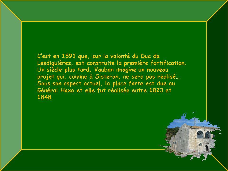 C'est en 1591 que, sur la volonté du Duc de Lesdiguières, est construite la première fortification.