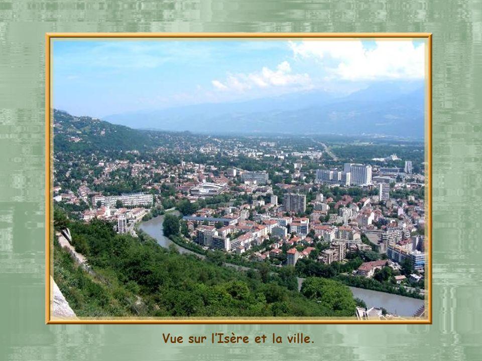 Vue sur l'Isère et la ville.