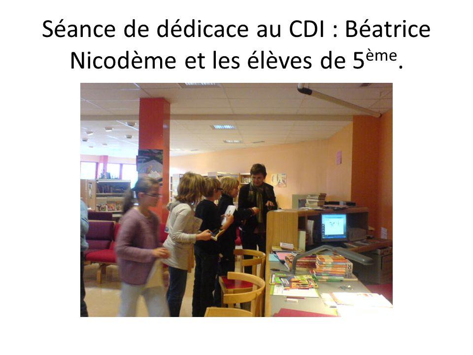 Séance de dédicace au CDI : Béatrice Nicodème et les élèves de 5ème.