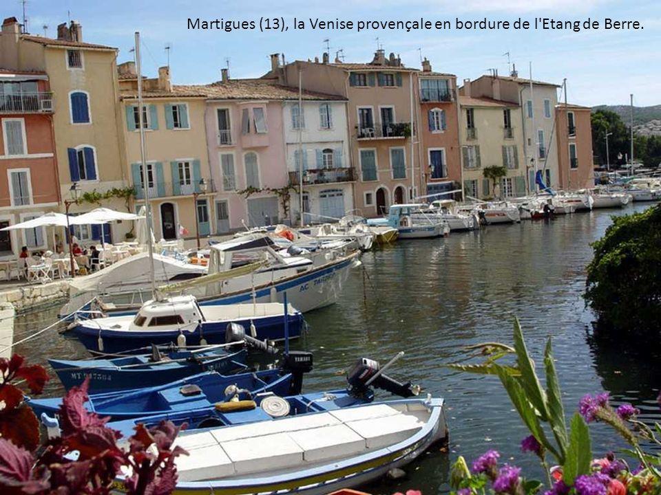 Martigues (13), la Venise provençale en bordure de l Etang de Berre.
