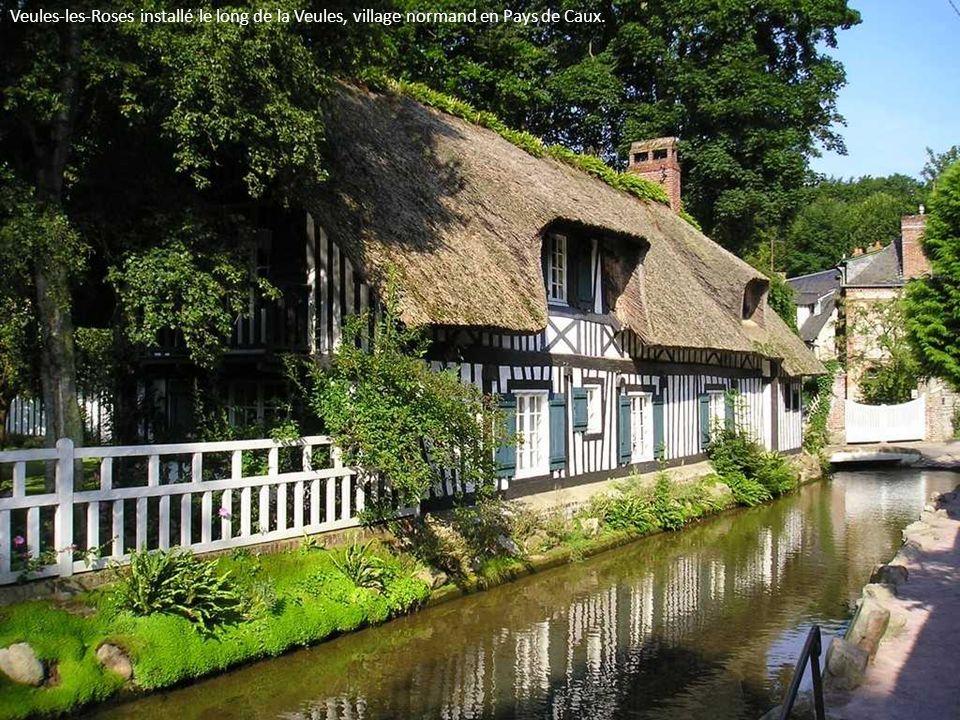 Veules-les-Roses installé le long de la Veules, village normand en Pays de Caux.