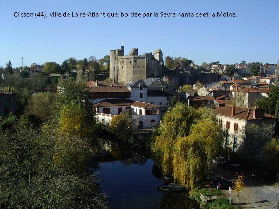 Clisson (44), ville de Loire-Atlantique, bordée par la Sèvre nantaise et la Moine.