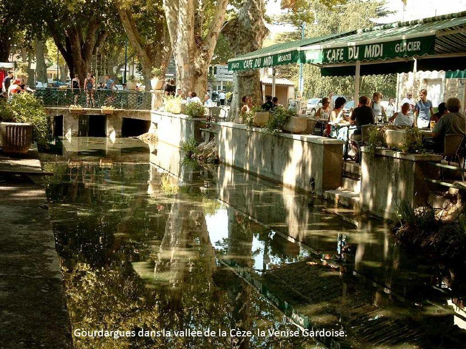 Gourdargues dans la vallée de la Cèze, la Venise Gardoise.