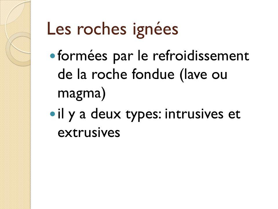 Les roches ignées formées par le refroidissement de la roche fondue (lave ou magma) il y a deux types: intrusives et extrusives.
