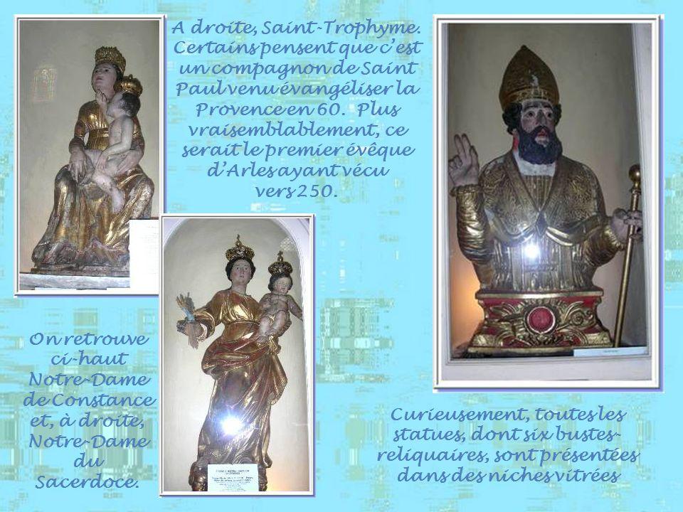 A droite, Saint-Trophyme