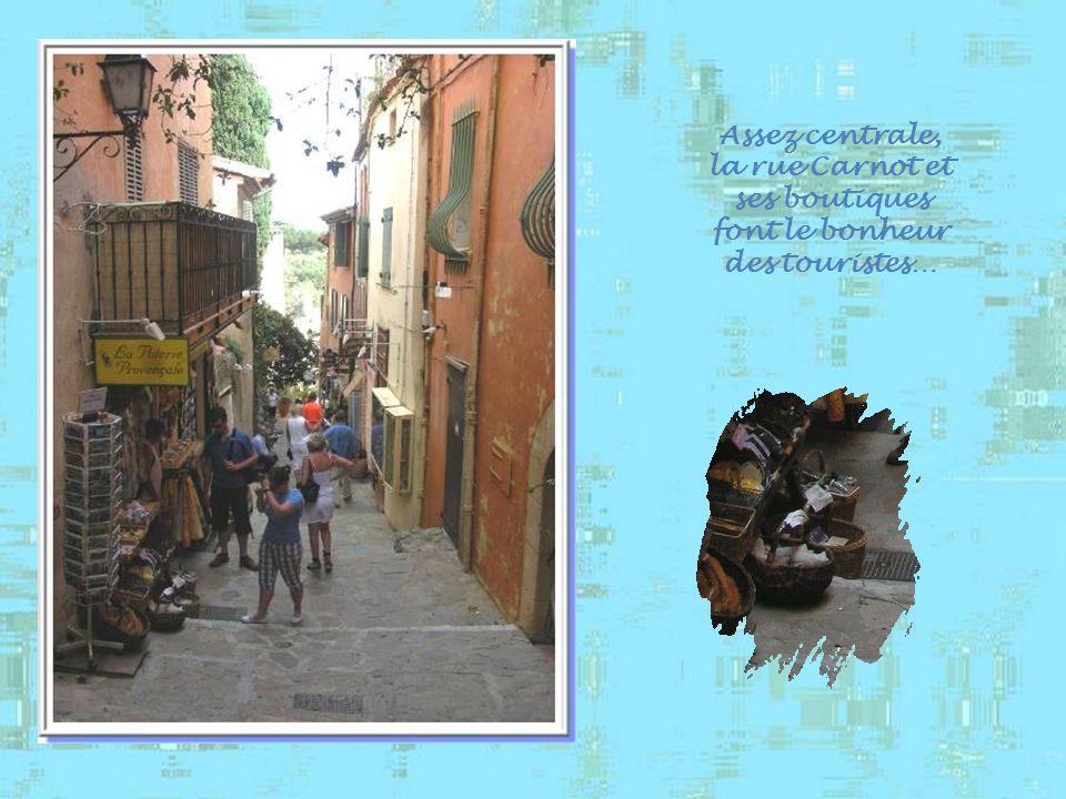 Assez centrale, la rue Carnot et ses boutiques font le bonheur des touristes…