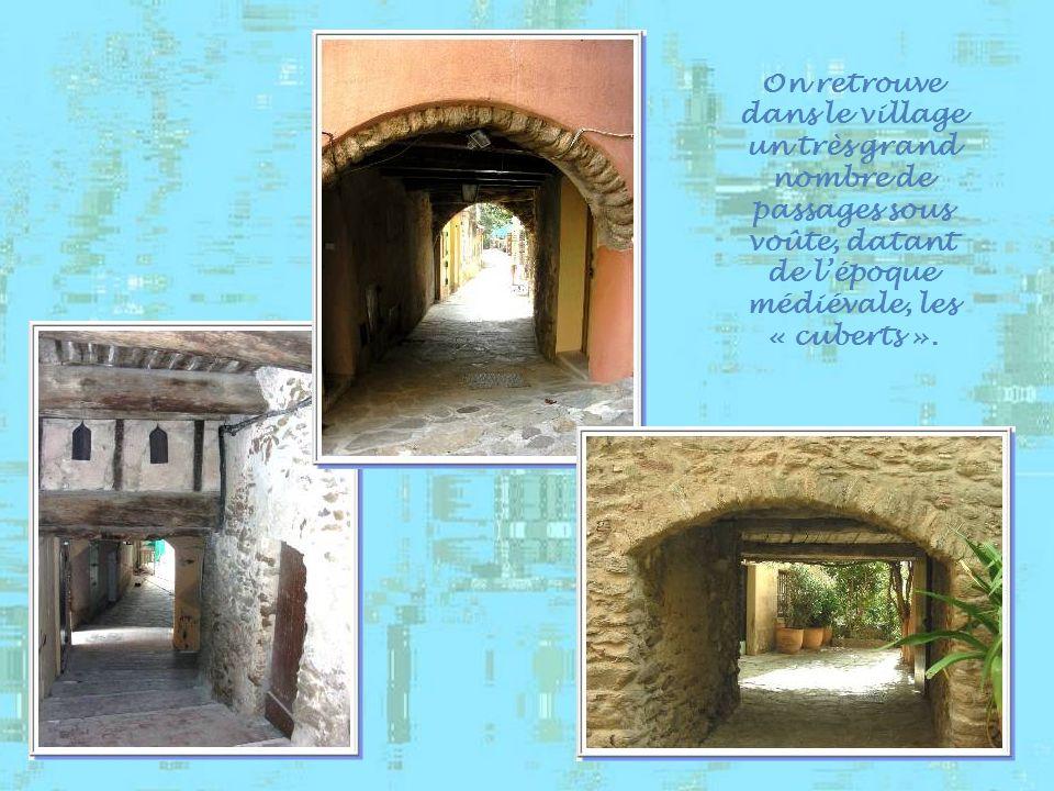 On retrouve dans le village un très grand nombre de passages sous voûte, datant de l'époque médiévale, les « cuberts ».