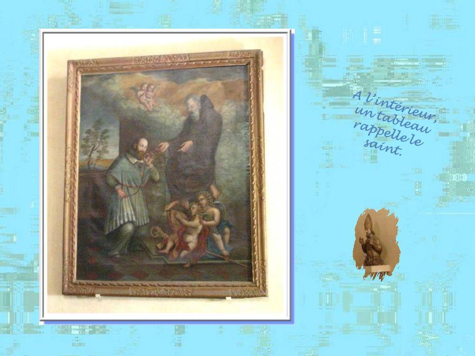 A l'intérieur, un tableau rappelle le saint.