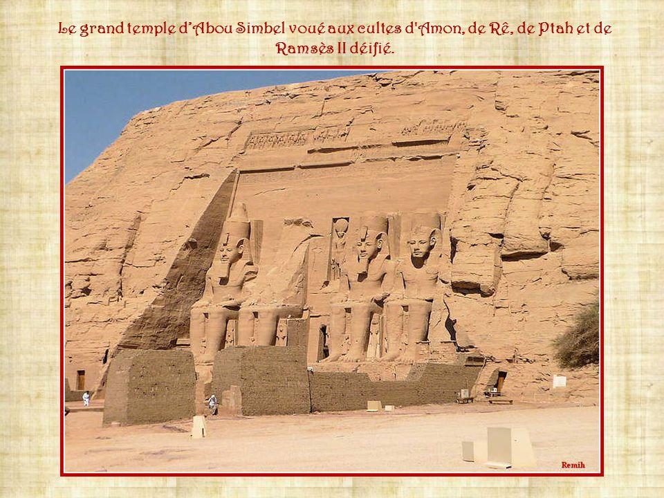 Le grand temple d'Abou Simbel voué aux cultes d Amon, de Rê, de Ptah et de Ramsès II déifié.