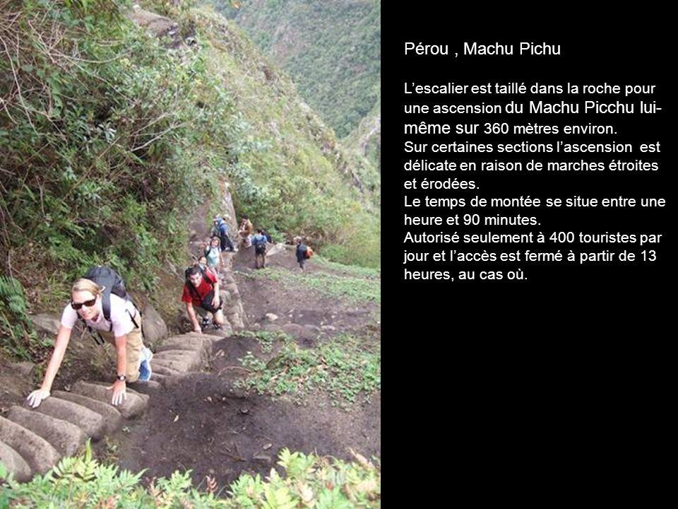 Pérou , Machu Pichu L'escalier est taillé dans la roche pour une ascension du Machu Picchu lui-même sur 360 mètres environ.