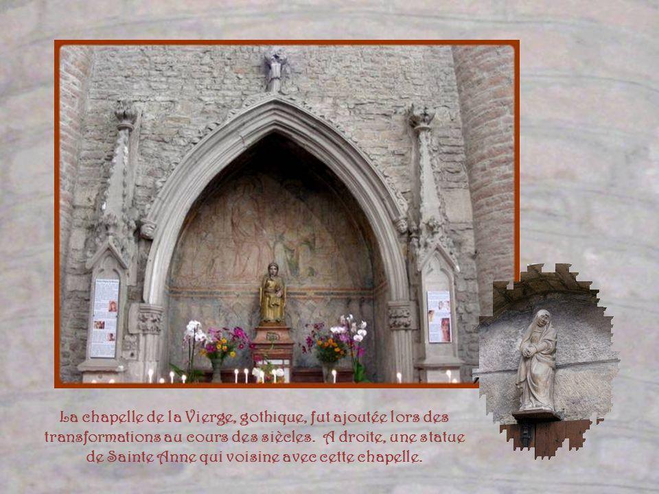 La chapelle de la Vierge, gothique, fut ajoutée lors des transformations au cours des siècles.