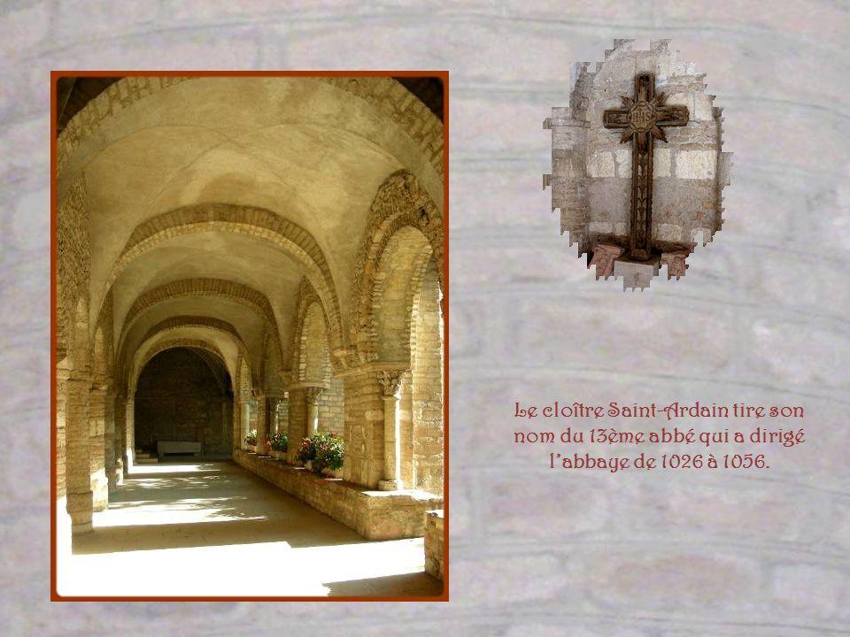 Le cloître Saint-Ardain tire son nom du 13ème abbé qui a dirigé l'abbaye de 1026 à 1056.