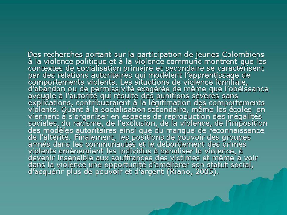 Des recherches portant sur la participation de jeunes Colombiens à la violence politique et à la violence commune montrent que les contextes de socialisation primaire et secondaire se caractérisent par des relations autoritaires qui modèlent l'apprentissage de comportements violents.