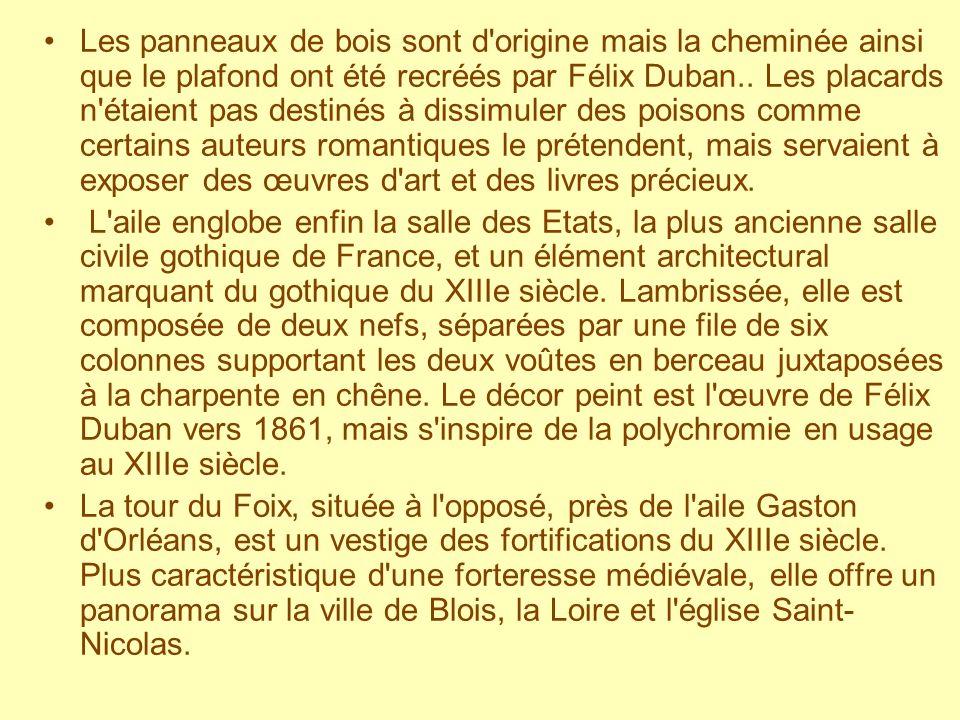 Les panneaux de bois sont d origine mais la cheminée ainsi que le plafond ont été recréés par Félix Duban.. Les placards n étaient pas destinés à dissimuler des poisons comme certains auteurs romantiques le prétendent, mais servaient à exposer des œuvres d art et des livres précieux.