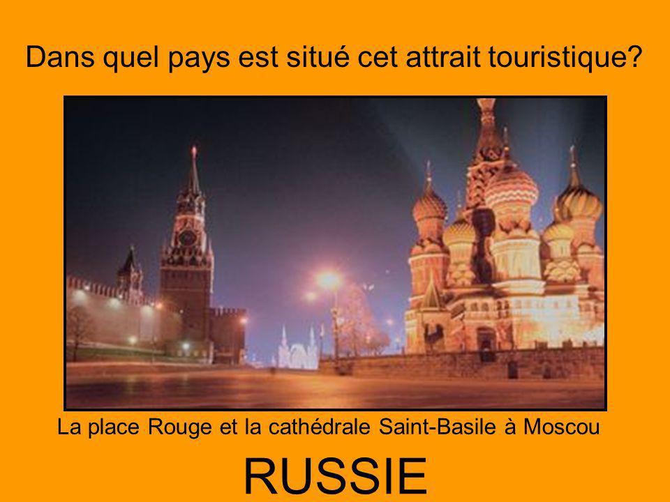 La place Rouge et la cathédrale Saint-Basile à Moscou