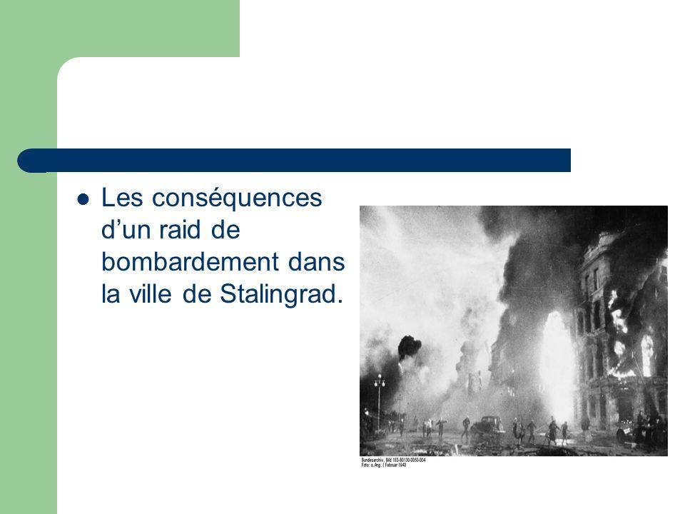 Les conséquences d'un raid de bombardement dans la ville de Stalingrad.