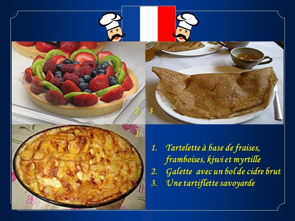 2 3. 1. Tartelette à base de fraises, framboises, kiwi et myrtille. Galette avec un bol de cidre brut.