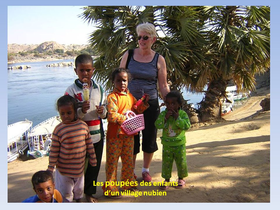 Les poupées des enfants d'un village nubien