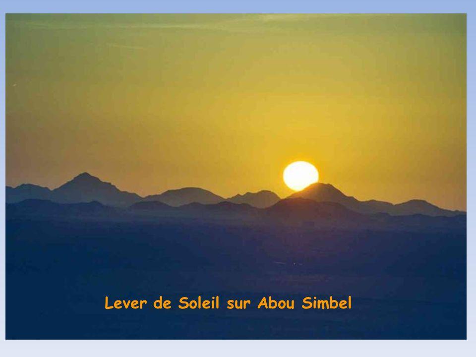 Lever de Soleil sur Abou Simbel