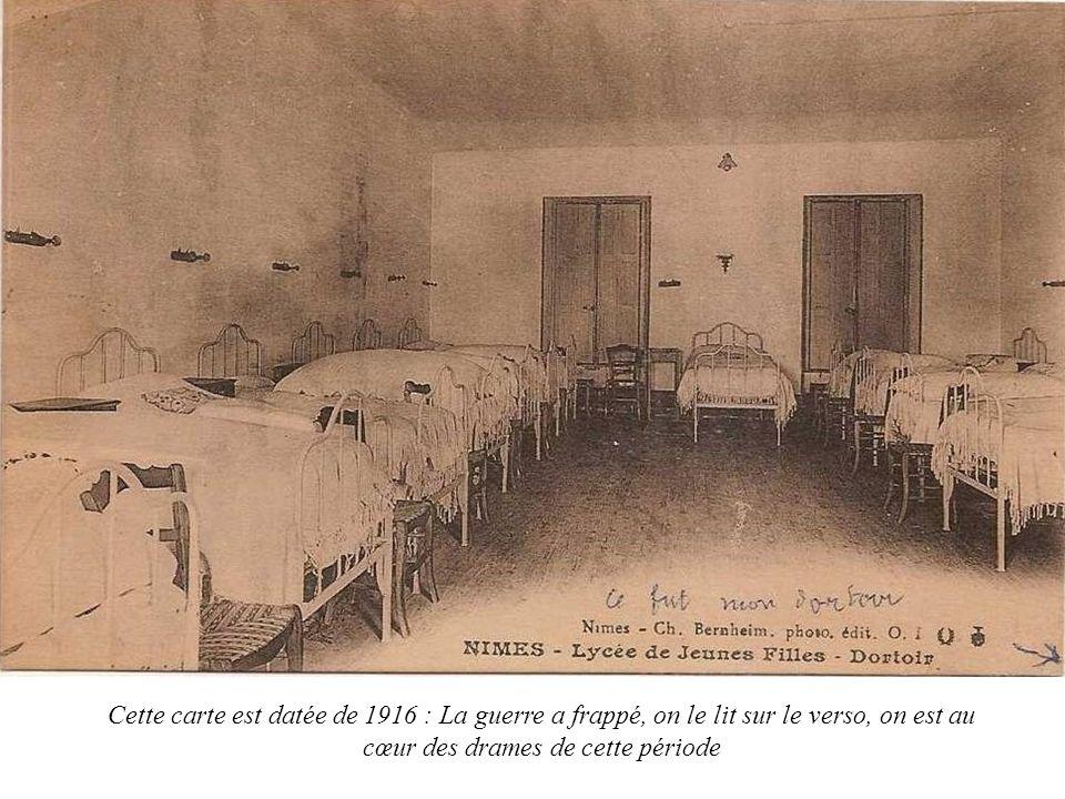 Cette carte est datée de 1916 : La guerre a frappé, on le lit sur le verso, on est au cœur des drames de cette période