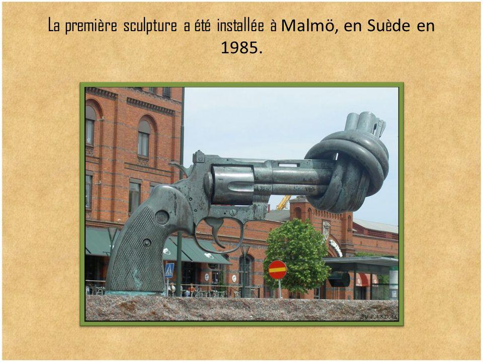 La première sculpture a été installée à Malmö, en Suède en 1985.