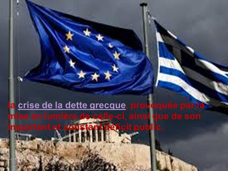 la crise de la dette grecque, provoquée par la mise en lumière de celle-ci, ainsi que de son important et constant déficit public.