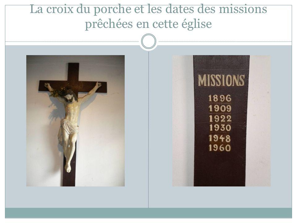 La croix du porche et les dates des missions prêchées en cette église
