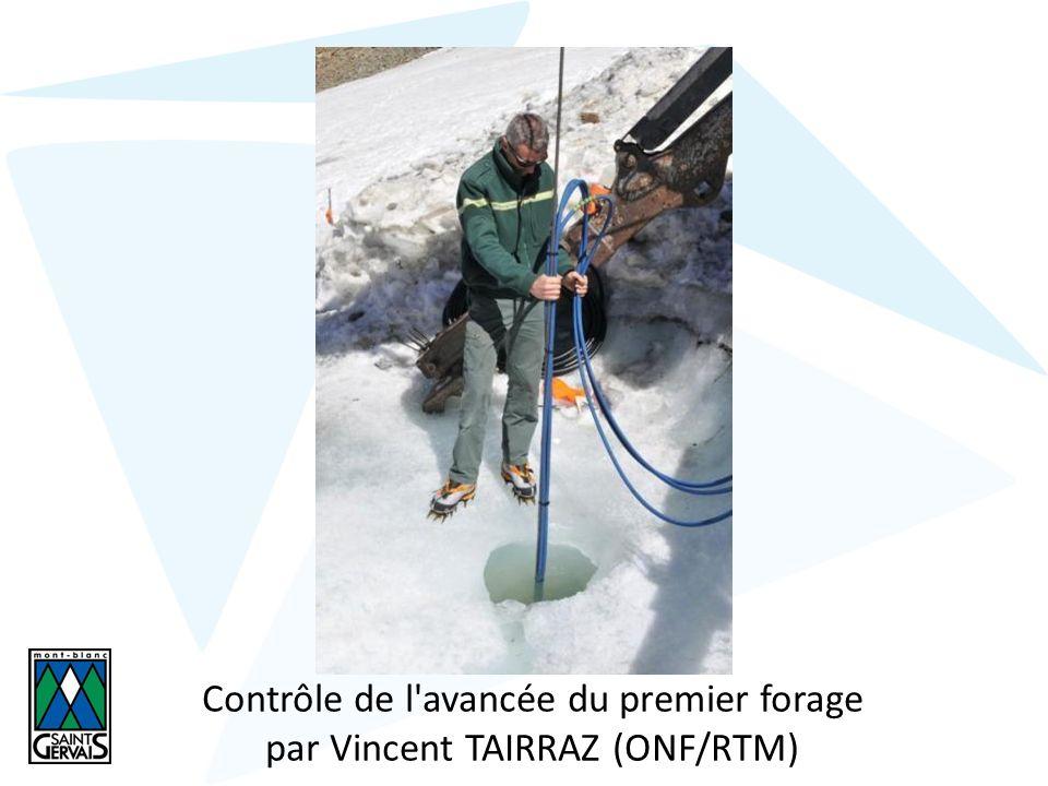 Contrôle de l avancée du premier forage par Vincent TAIRRAZ (ONF/RTM)