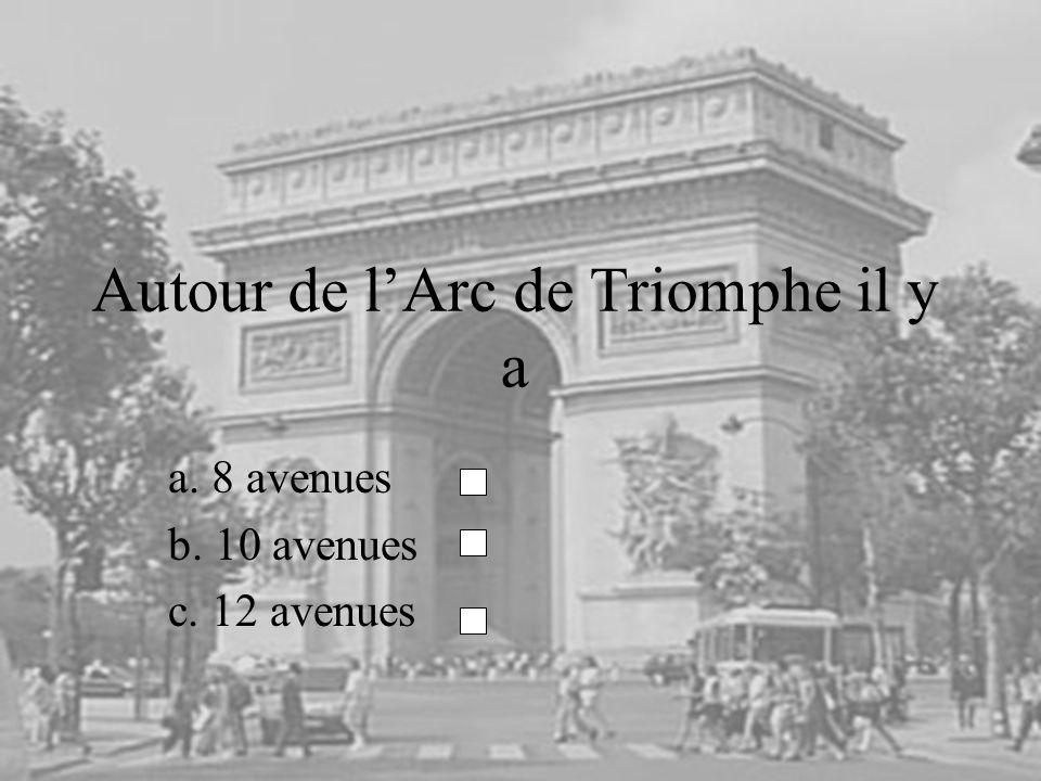 Autour de l'Arc de Triomphe il y a