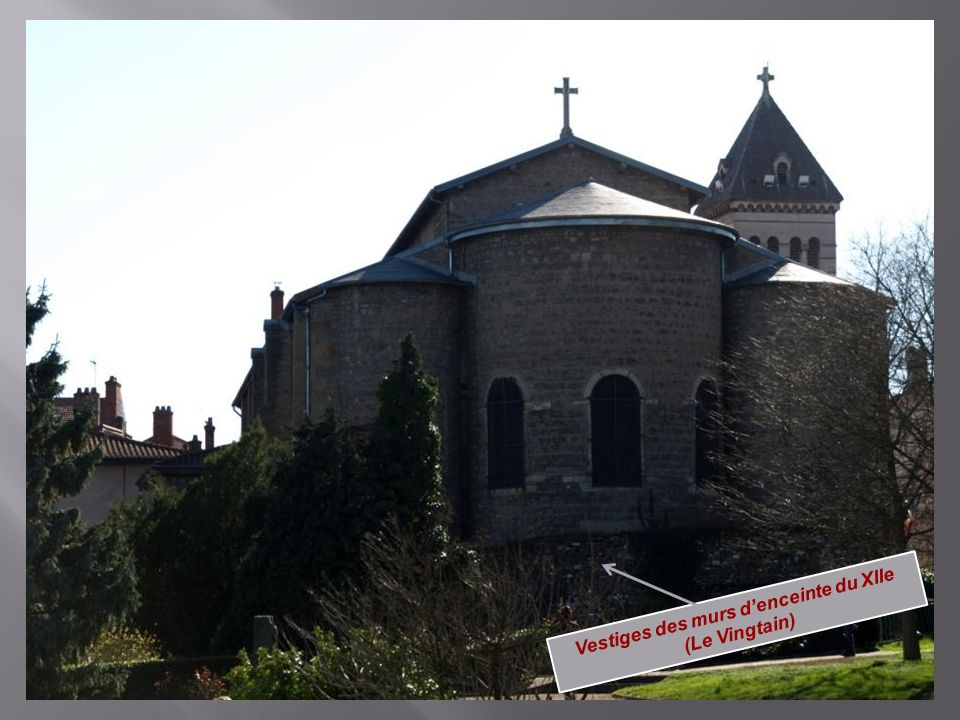 Vestiges des murs d'enceinte du XIIe (Le Vingtain)