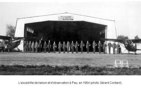 L escadrille de liaison et d observation à Pau, en 1964 (photo Gérard Contard).
