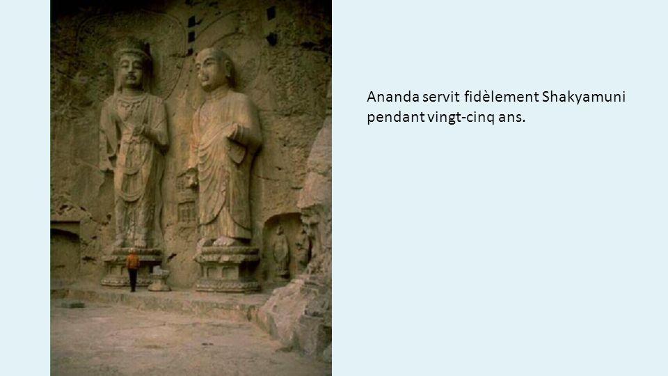 Ananda servit fidèlement Shakyamuni pendant vingt-cinq ans.
