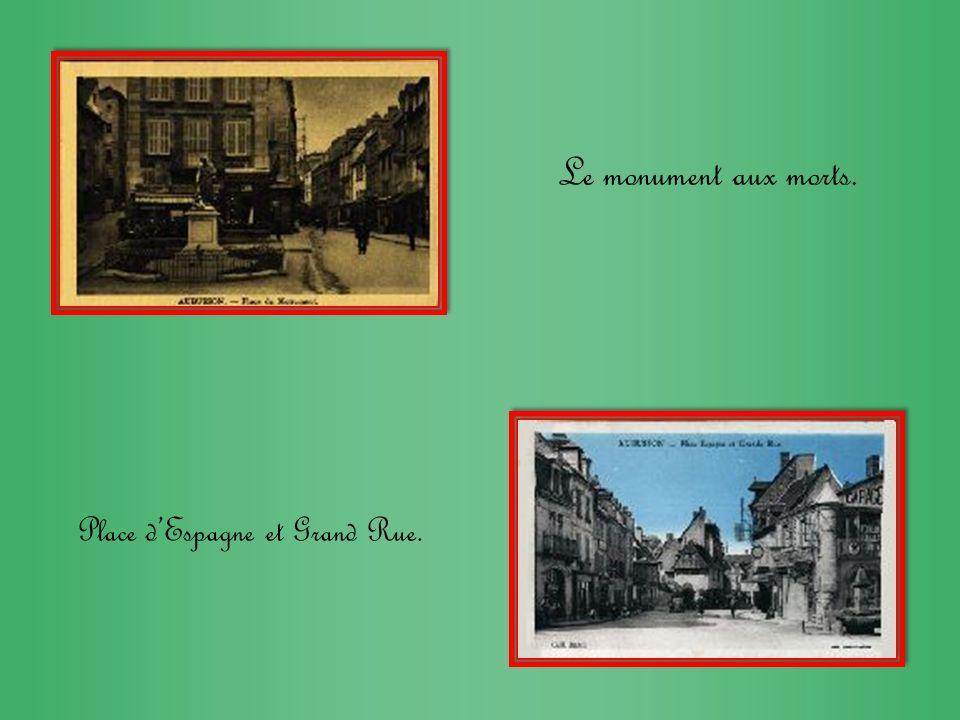 Le monument aux morts. Place d'Espagne et Grand Rue.