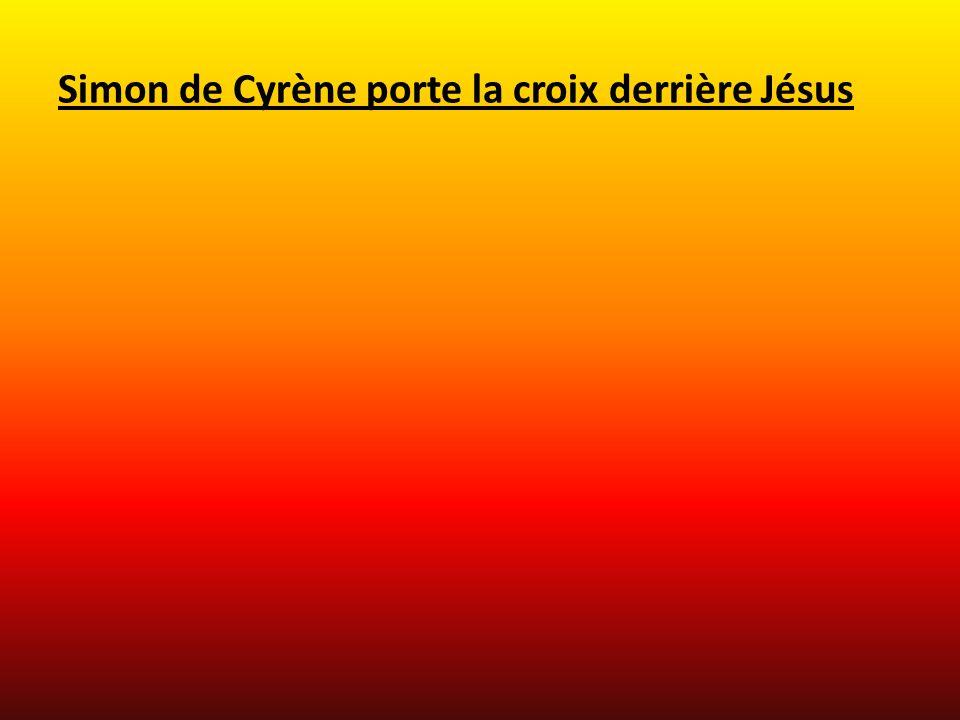 Simon de Cyrène porte la croix derrière Jésus