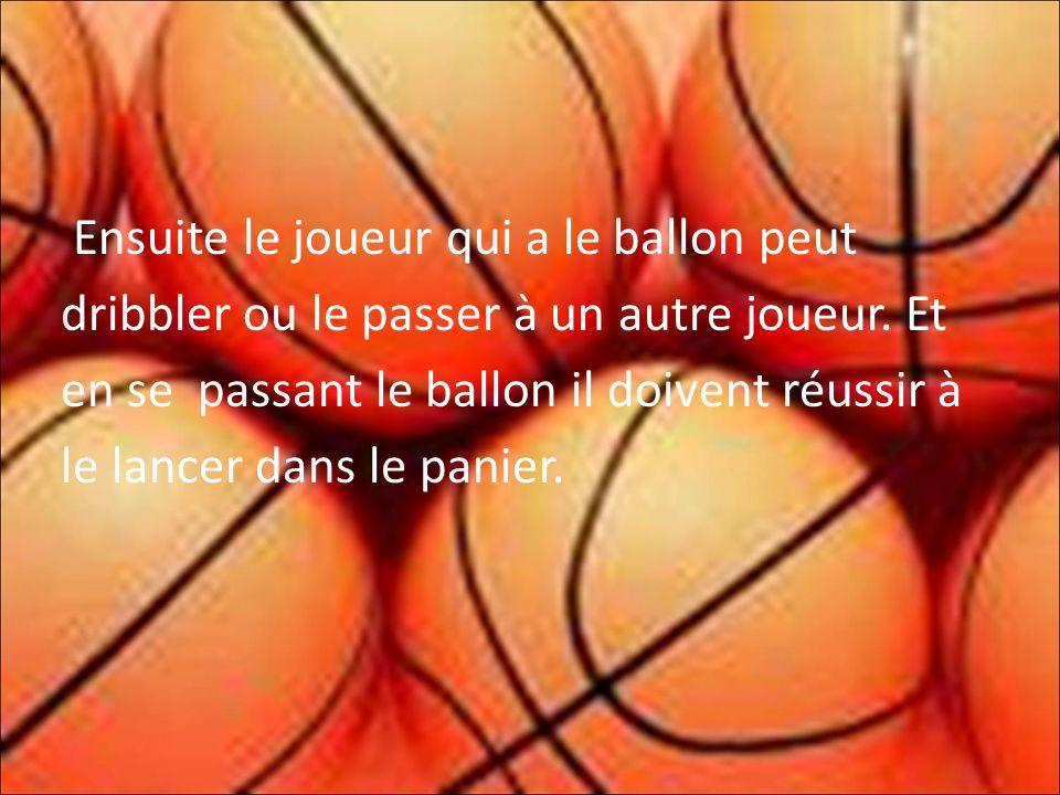 Ensuite le joueur qui a le ballon peut dribbler ou le passer à un autre joueur.